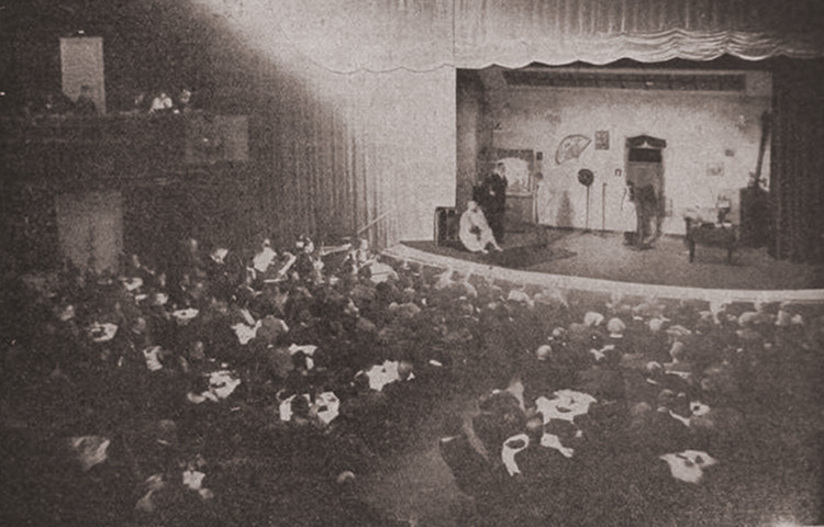 Interno del Kabarett der Komiker, nella sede di Kurfürstendamm a Berlino.