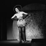 L'attrice Lizzi Waldmüller sul palco del Kabarett der Komiker nel 1937 (Landesarchiv Baden-Württemberg Abt.Staatsarchiv Freiburg, W 134 Nr. 009602 / Ph. Willy Pragher)