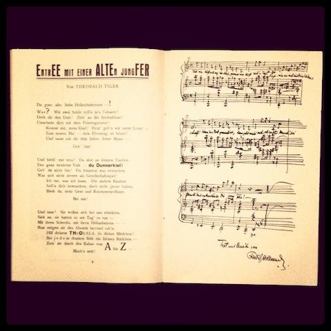 Kurt Tucholsky e Friedrich Hollaender tra le pagine del programma di sala del dicembre 1919 dello Schall und Rauch.