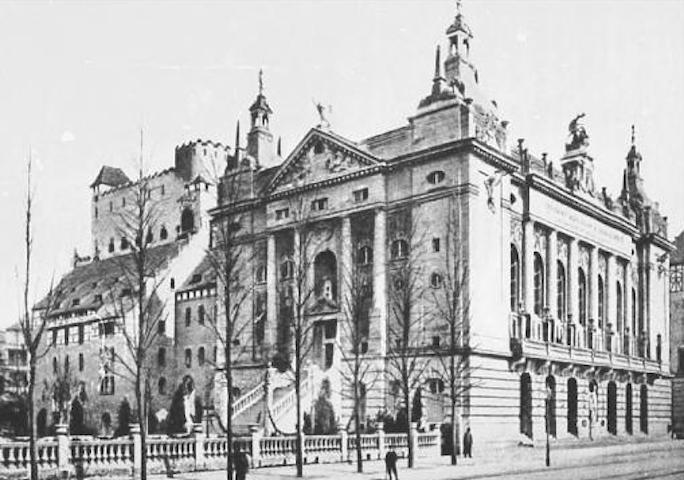 Il Theater des Westens nel 1920. Nel suo sotterraneo, dal 1932 al 1935, si tenevano gli spettacoli del Tingel-Tangel-Theater.