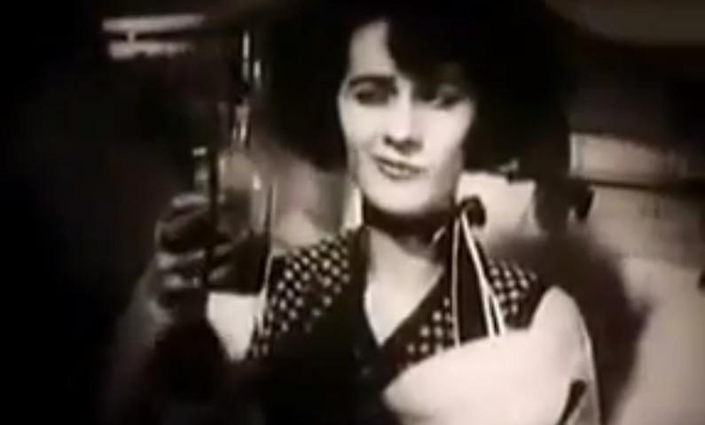 """Blandine Ebinger in """"Mysterien eines Frisiersalons"""" (1922)"""