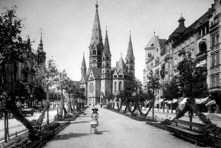 La Gedächtniskirche vista da Kurfürstendamm, 1906 (copyright Max Missmann).