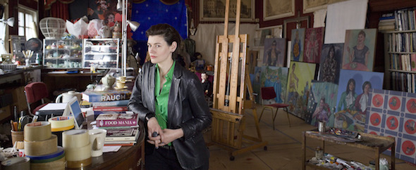 Roxana Halls nel suo studio